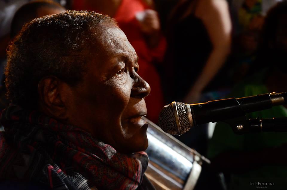 Wilson Moreira comanda Samba do Alicate na Praça da Bandeira (RJ)